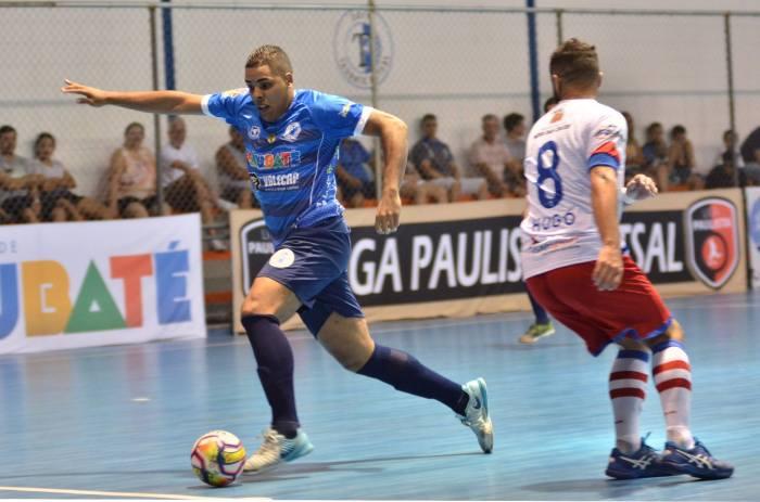 LEGENDA FOTO O pivô Allex durante a vitória do Taubaté por 1 a 0 contra Mogi das Cruzes na Copa Paulista de Futsal (foto Jonas Barbetta Top 10 Comunicação)