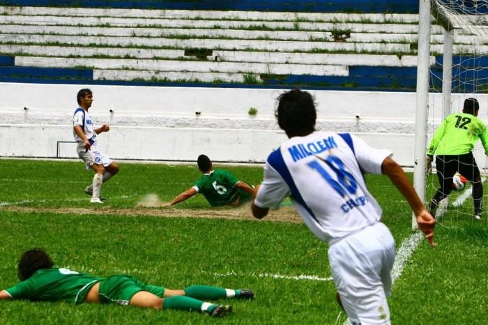 foto gol do Gisinho 2009