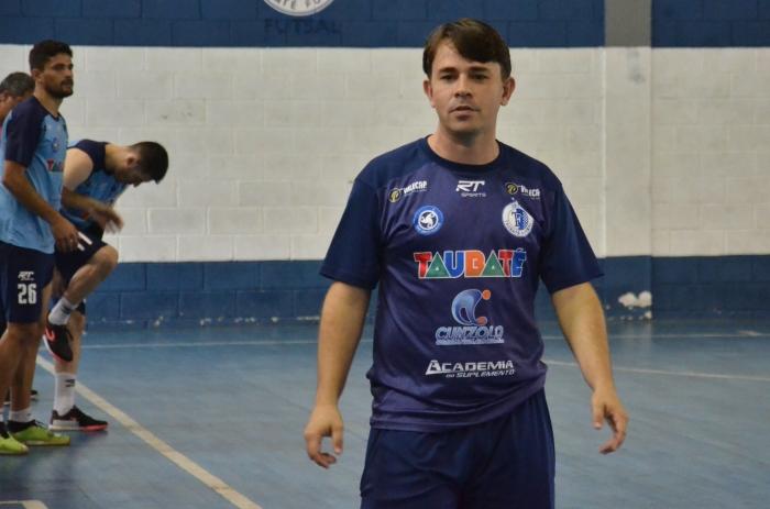 LEGENDA DA FOTO O técnico Leandro Reis, do Taubaté Futsal (foto Jonas Barbetta Top 10 Comunicação) (1)