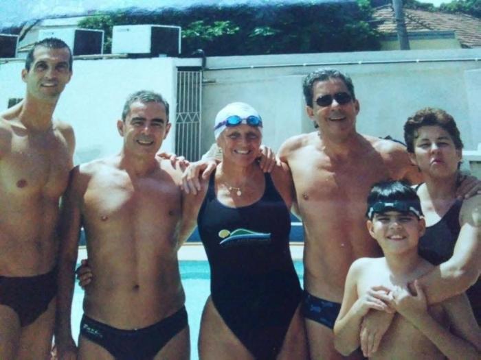 foto Rinaldo Simi, José Carlos Simi, Luiz Ricardo Simi, Rosana Simi e Lucas Peres dos Santos e mais a nadadora Maria helena Padilha do Fluminense