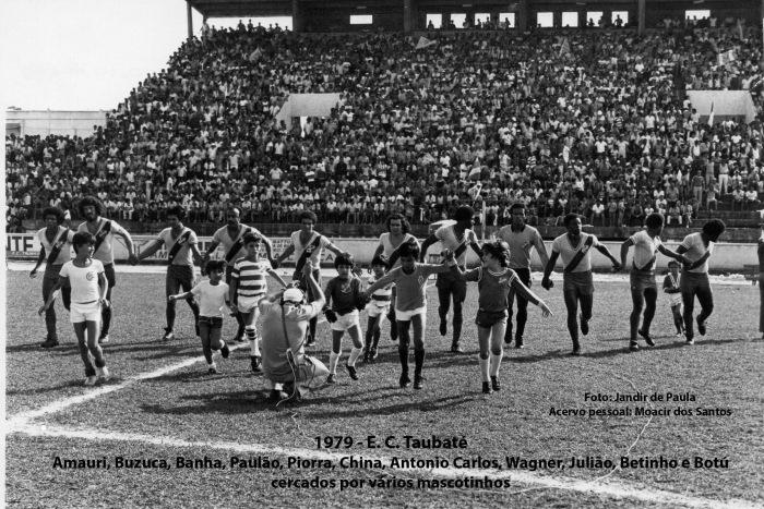 1979 Equipe entrando em campo